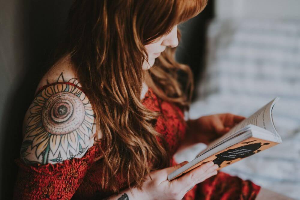 nastolatka z tatuażem