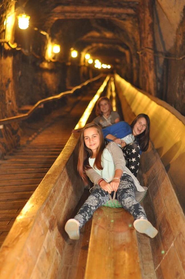 Podziemna zjeżdżalnia w Kopalni Soli Bochnia