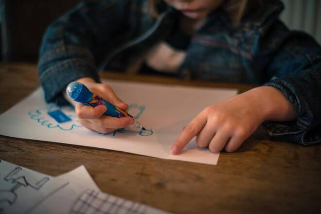 rysujące dziecko