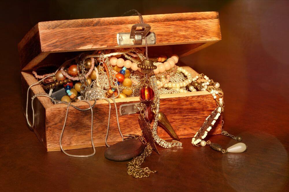 szkatułka z biżuterią