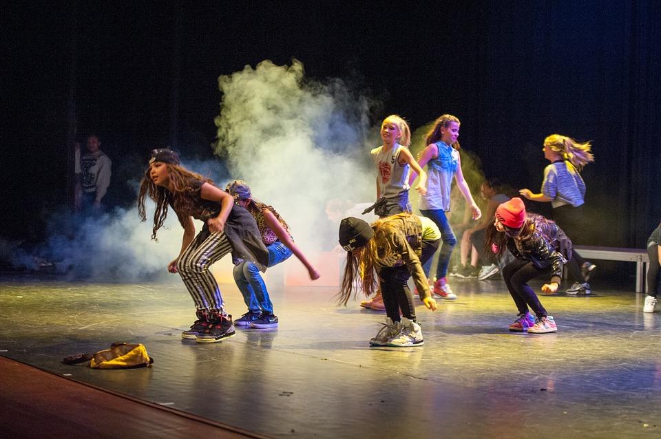 Dzieci na zajęciach tanecznych