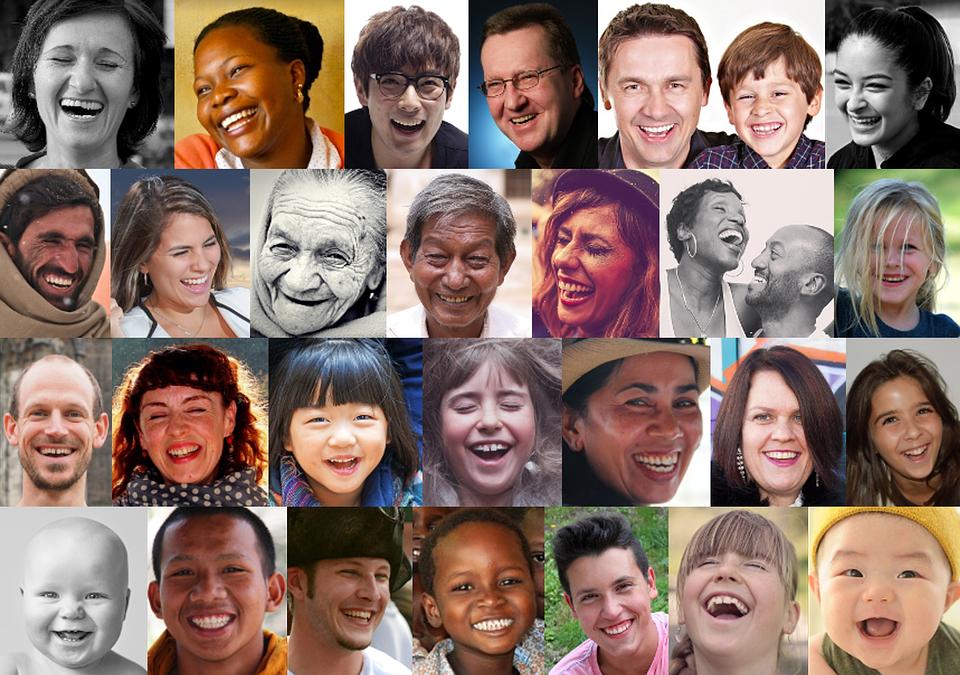 Twarze uśmiechniętych ludzi